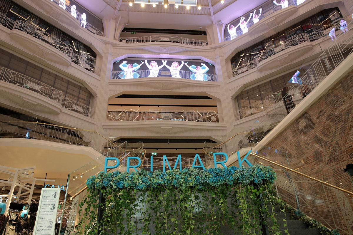 9 datos sorprendentes sobre la apertura de primark que ha revolucionado gran v a s moda el pa s - Tienda de cortinas madrid ...